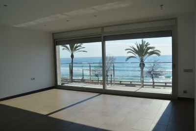 House on the Costa Dorada next to the beach with a pool and summer terrace,  40 minutes from Barcelona